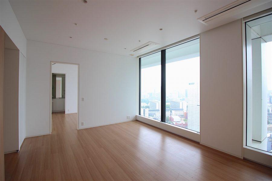 赤坂見附1分。眺望を楽しむタワーの一室で。