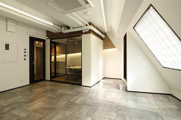 人形町、4駅利用可能なオフィスビルの最上階。<p>[中央区/36万/57㎡]